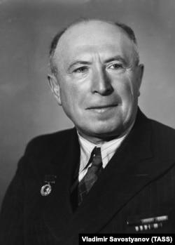 Исаак Минц, 1946 год
