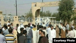 بخشی از میانبرنامهها در برنامه «کلاهقرمزی» اعتراض تعدادی از شهروندان عرب در استان خوزستان را به دنبال داشتهاست.