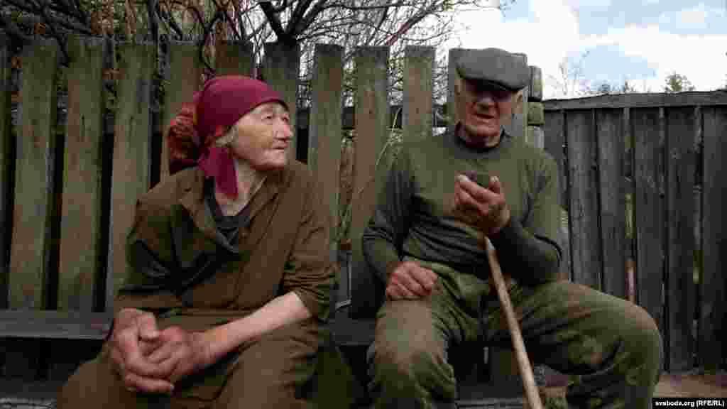 Баба Каця разам з суседам Іванам
