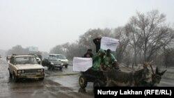 «Жигули» за телегой. Флеш-моб в селе вблизи Алматы