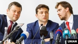 From left to right: Ukrainian presidential office head Andriy Bohdan, Ukrainian President Volodymyr Zelenskiy, and deputy presidential office head Oleksiy Honcharuk. (file photo)