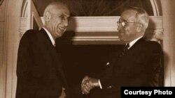 Иран премьер-министрі Мохаммад Моссадық (сол жақта) пен АҚШ президенті Гарри Трумэн. АҚШ, 23 қазан 1951 жыл