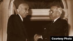 محمد مصدق در کنار هری ترومن (راست)، رئیس جمهور وقت ایالات متحده- ۳۰ مهرماه ۱۳۳۰