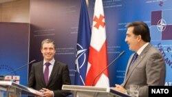 Secretarul general Nato, Anders Fogh Rasmussen la conferința de presă comună cu președintele Mikheil Saakashvili la 10 noiembrie 2011