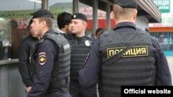 Рейды полиции на московском рынке. Фото из официального сайта МВД России. 30 июля 2013 года