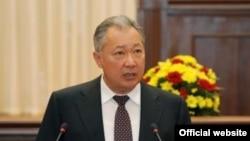 Президент Курманбек Бакиев башкаруу системасы кандай реформаланаары тууралуу билдирүү жасоодо.Бишкек, Өкмөт үйү, 20-октябрь, 2009-жыл.