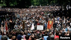 Правительство «Грузинской мечты» впереди ждут серьезные испытания. Приближается 17 мая, Международный день борьбы с гомофобией, и часть духовенства грозит устроить акции протеста