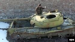 بازمانده یک تانک شوروی در کابل، افغانستان