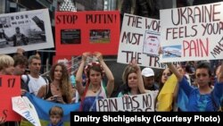 Iамерка -- Оьрсийчоьнна дуьхьал санкцеш а кхайкхош, Украинин эскарна герз далар доьхуш бу хIара нах Нью-Йоркехь , 19Товб2014