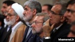 علی لاریجانی و دو معاون اصلاحطلبش، علی مطهری و مسعود پزشکیان، در دیدار نمایندگان مجلس با رهبر جمهوری اسلامی