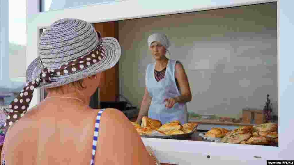 Отдыхающим предлагают отведать крымскотатарскую выпечку