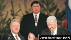 Finlandë - Presidenti amerikan George Bush dhe lideri sovjetik Boris Yeltsin më 1997.