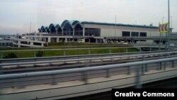 Вид на аэропорт Сабихи Гёкчен в Стамбуле.