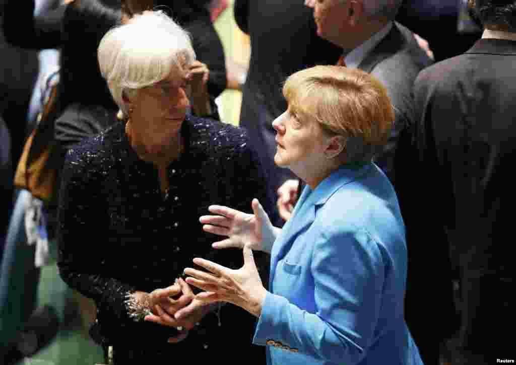آنگلا مرکل، صدر اعظم آلمان، در تصویر در کنار کریستین لاگارد، رئیس صندوق جهانی پول، در نیویورک. خانم مرکل از جمله سران جهان است که خواستار ایجاد اصلاحاتی در شورای امنیت سازمان ملل شده است.