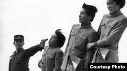صحنه ای از فیلم «رستاخیر سه مست» ساخته اوشیما در سال ۱۹۸۶