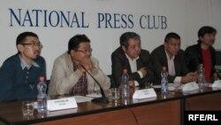 Журналистер қазақ тілді интернет сайттардың ашылып жатқанын айтып, сүйінші сұрады. Алматы, 17 қыркүйек, 2009 жыл.