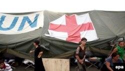 Лагерь грузинских беженцев из Южной Осетии. Тбилиси, 25 августа 2008 года.