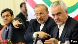 محمدرضا رحیمی (نفر اول از راست) همراه با منوچهر متکی، وزیر خارجه پیشین ایران، و حسن قشقاوی، معاون وزیر امور خارجه