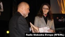 Melisa Ismičić prima nagradu