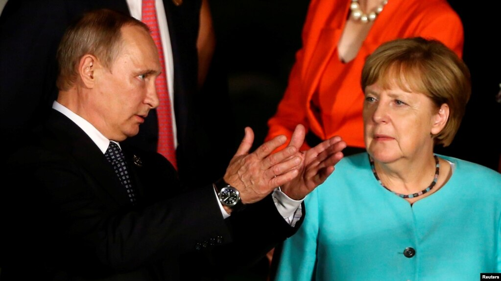 Russian President Vladimir Putin (left) and German Chancellor Angela Merkel at a G20 summit in China in September