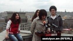 Լիլիթ Մովսիսյանն ու դերասանները մամլո ասուլիսի ժամանակ