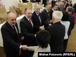 Novi članovi Vijeća ministara primaju čestitke nakon izbora, 10.februar 2012.