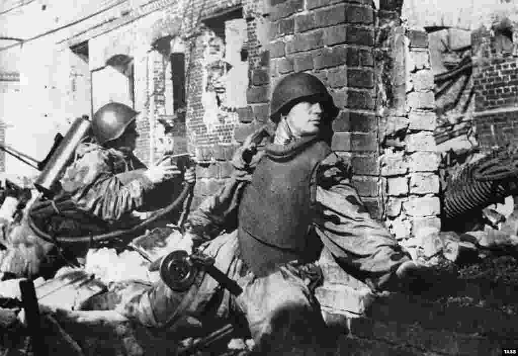 Street combat, October 1942