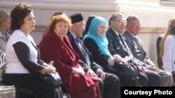 Быелгы Тукай бәйрәменә килгән бер төркем татар язучысы, Казан, 26 апрель 2012