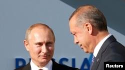 Президент России Владимир Путин (слева) и премьер-министр Турции Реджеп Тайип Эрдоган (справа) перед саммитом G20 в Санкт-Петербурге, 5 сентября 2013 г.