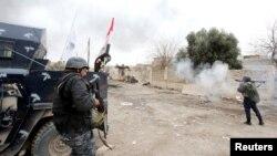 """Ирак әскері """"Ислам мемлекеті"""" экстремистік ұйымының содырларымен ұрыс кезінде. Мосул, 21 наурыз 2017 жыл."""
