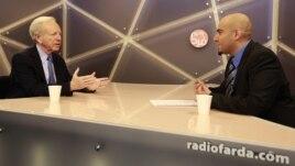 U.S. Senator Joseph Lieberman (L) during an interview with Radio Farda's Niusha Boghrati (R), 26Aug2012