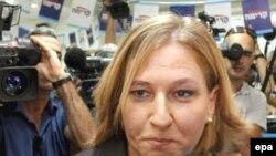 Офицер Ливни поступательно взбиралась по политической лестнице, пока не дошла до самого верха