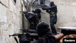 Сирия. Курал атып жаткан аялдар. 17-февраль, 2013-жыл.