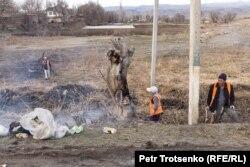 Уборка улиц в селе Каракемер. Жамбылская область, 26 февраля 2020 года.