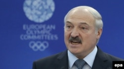 Alyaksandr Lukashenka Avropa Olimpiya OyunlarıBaş Assambleyasında çıxış edir.