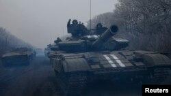 Ukrajinski tenkovi nadomak Debalceva, 14. februar 2015.