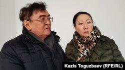 Родители осужденного бизнесмена Искандера Еримбетова после оглашения постановления апелляционной инстанции. Алматы, 25 декабря 2018 года.