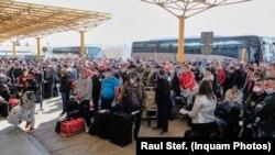 Romania -Cluj, sute de oameni pleaca la munca sezonieră in Germania, 9 aprilie 2020