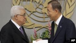 Mahmud Abbas înmînînd cererea de recunoaștere a statului palestinian secretarului general ONU, Ban Ki-moon la 23 septembrie 2011