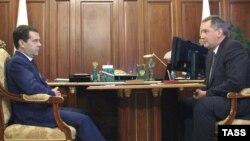 Состанок на претседателот на Русија Медведев со рускиот пратеник во НАТО Рогозин