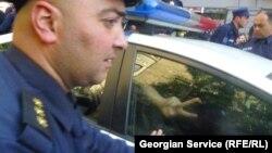 По внутреннему законодательству Грузии экстрадиция может быть отложена до тех пор, пока задержанный не отбудет срок заключения за преступление, совершенное на территории страны или до окончания следствия