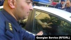 Группу мониторинга – экспертов аппарата Народного защитника Грузии, появившихся 17 октября в управлении полиции Сагареджо, заместитель шефа местной полиции выдворил из здания. Омбудсмен сразу же потребовал расследования дела