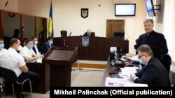 П'ятий президент України Петро Порошенко під час засідання у Печерському райсуді, 18 червня 2020 року