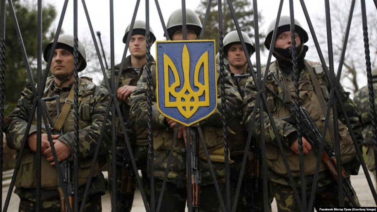 Оккупация Крыма: видеосвидетельства об осаде «зелеными человечками» бригады морских пехотинцев в Перевальном