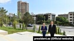 Ilham Aliyev Yasamala rayonundakı parkda