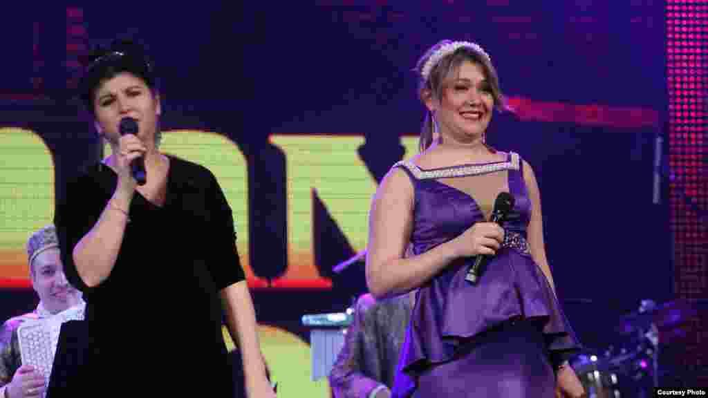 Концерт алып баручылары Замирә Рәҗәпова һәм Гөлназ Шәрипҗанова