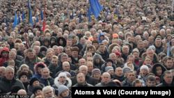 Майдан поет гимн Украины. Кадр из фильма Сергея Лозницы