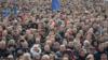 Майдан співає гімн України. Кадр з фільму Сергія Лозниці