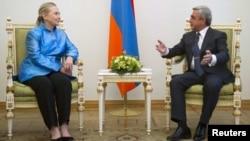 Державний секретар США Гілларі Клінтон під час переговорів в Єревані з президентом Вірменії Сержем Сарґсьяном, 4 червня 2012 року
