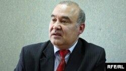 Victor Stepaniuc la o dezbatere din cadrul emisiunii Punct și de la Capăt